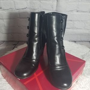Aerosoles black boots size 6 1/2